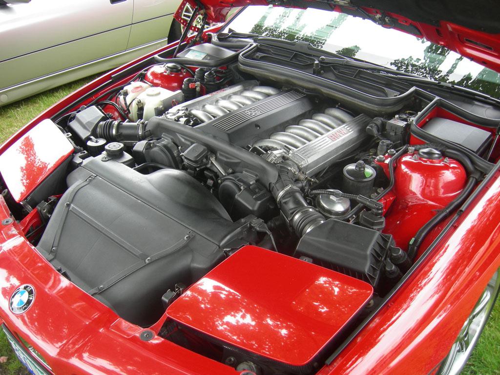 BMW 850i V12 Engine